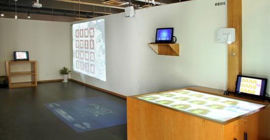银龄汇数字康复区将数字游戏融入墙面、地面、桌面,在娱乐中增强了四肢力量及分辨记忆能力