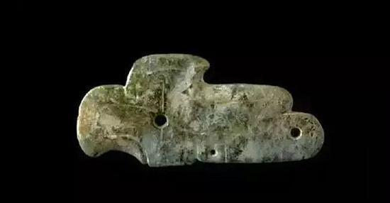 鸟形玉佩-珠宝快爆   红山文化   长9.1厘米、宽4.3厘米   现藏于首都博物馆