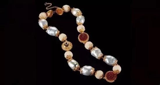 象牙果种子、木材及巴洛克珍珠项链   22K黄金镶嵌