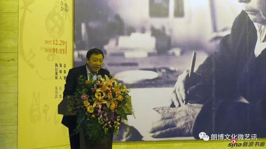 桂林市美术馆馆长龙建忠主持开幕式