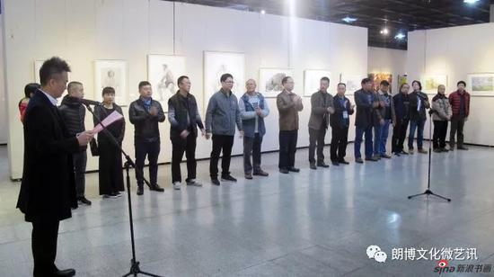 广西艺术学院美术学院党委书记秦记洪主持开幕仪式