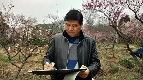 江苏省中国画学会名誉副理事长 刘必良写生采风