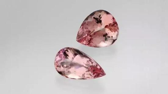 提到摩根石这个名字,你会立刻联想到美丽的粉色、紫粉色和橙粉色。