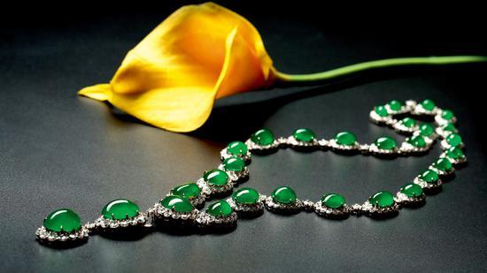 18K金镶钻翡翠项链,高冰满绿戒面