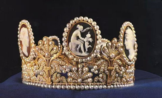 Chaumet黄金珍珠玛瑙浮雕皇冠