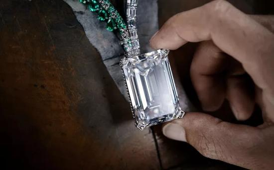 2.23亿元刷新纪录拍卖史上最大D色钻石成交