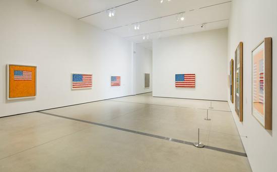 """贾思培·琼斯:一些类似于真相的东西""(Jasper Johns:Something Resembling the Truth)现场。图片: Pablo Enriquez。 Art ? Jasper Johns/Licensed by VAGA, New York, NY"