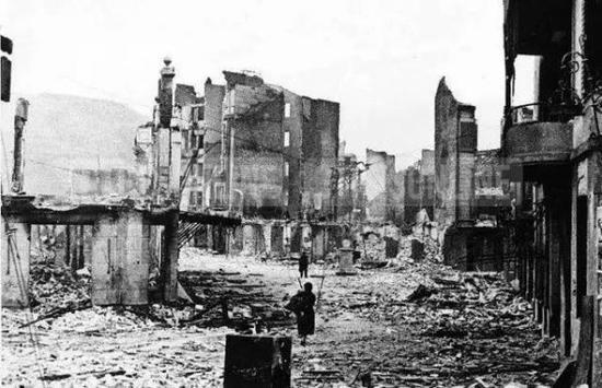 轰炸后的西班牙小镇格尔尼卡(图片来自英国《电讯报》网站)