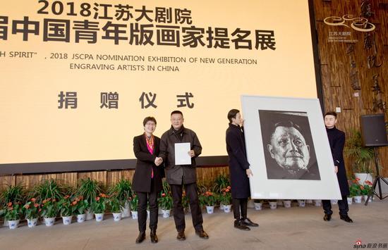 代大权先生为江苏大剧院美术馆捐赠的作品《顽强的希望》