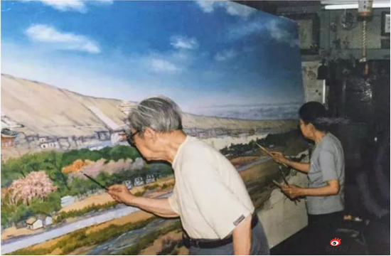 常书鸿夫妇在北京木樨地24号楼家里创作《敦煌春天》