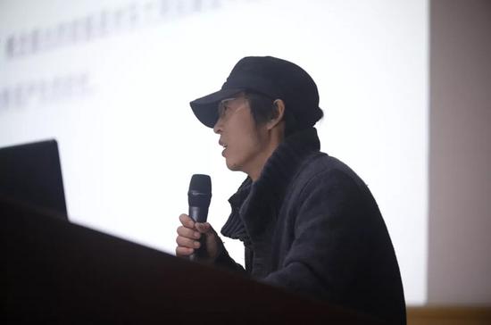 中国美术学院雕塑与公共艺术学院副教授陈涛作主题发言