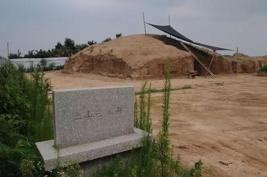 土山屯墓群