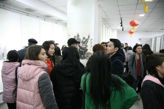 吉尔吉斯斯坦首都比什凯克市秋义阔夫美术馆展览现场