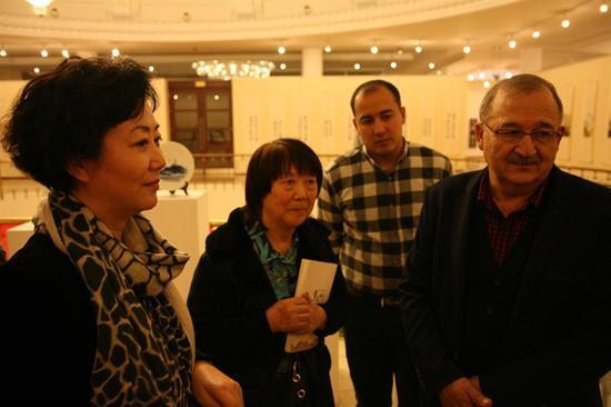 中国文化传媒集团副总经理代柳梅与乌兹别克斯坦艺术家交流现场