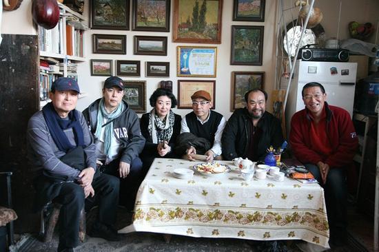 中方参展代表团参观乌兹别克斯坦艺术家画室