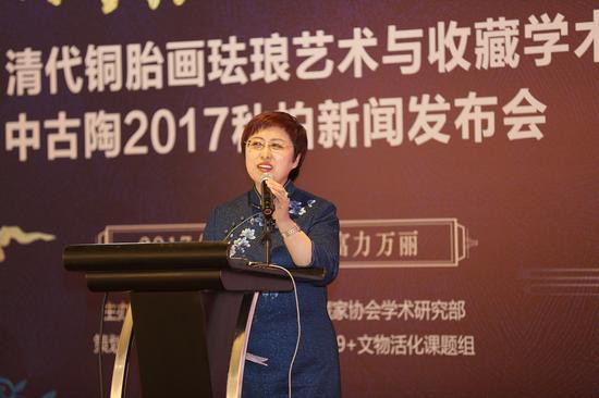 中国收藏家协会学术研究部副主任、中古陶品牌创始人、中古陶艺术品机构董事长张崇檀发言