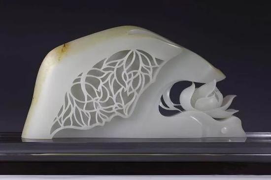 图2、杨曦的玉雕作品《莲相》