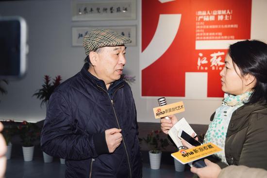江苏省美术家协会名誉主席宋玉麟接受记者采访