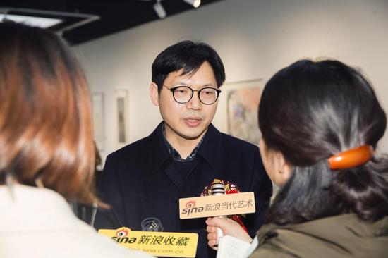 王卫军接受记者采访