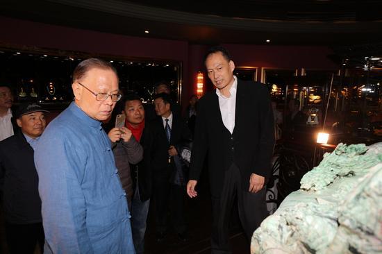 十一届全国人大常委、十二届上海市人大常委会主任龚学平参观上海艺术馆
