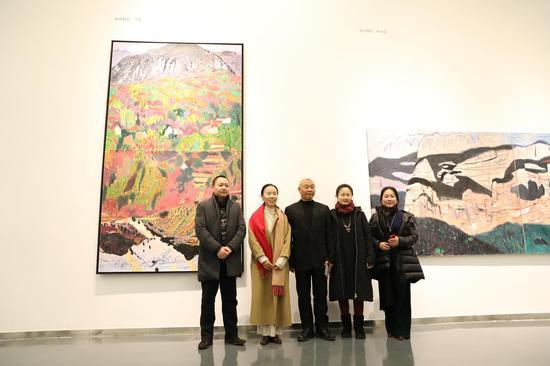 左一艺术家丁设、闫平、王克举、右一方圆美术馆馆长贾新伟