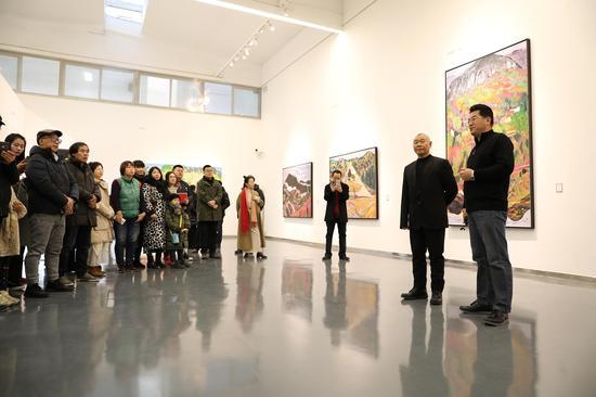 展览现场艺术家王克举和李大钧发言