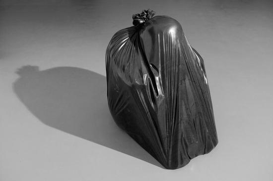 卢征远《慢性1》75x70x60CM 黑色天然大理石 2011年