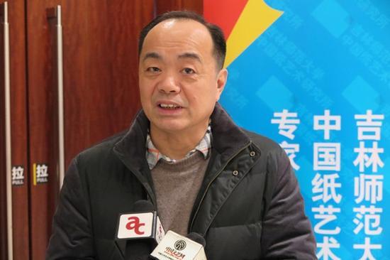 解放军出版社副总编、中国美术家协会策展委员会副主任许向群接受专访