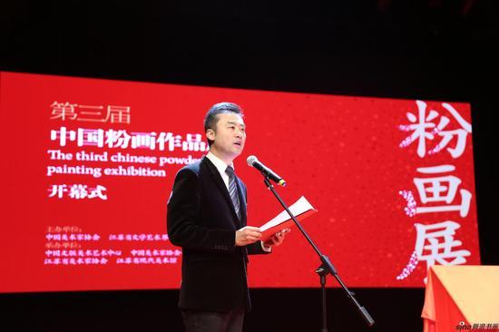主持人宣读中国美术家协会向本次展览发来的贺信