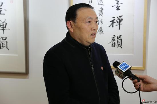 江苏省直书法家协会主席汪寅生接受媒体采访