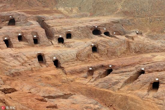 """成都发掘200多座汉代崖墓 惊现""""外国人""""铜像"""