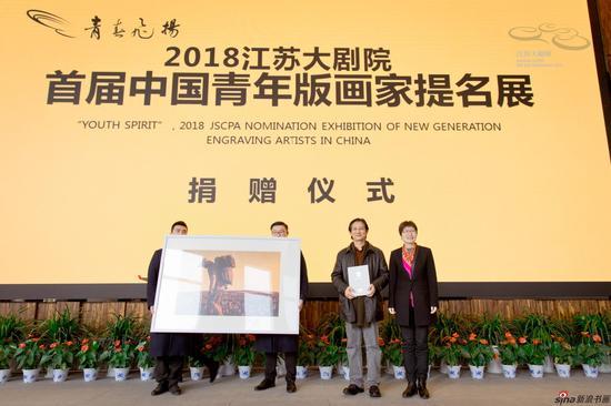 陈超先生为江苏大剧院美术馆捐赠的作品《花海》
