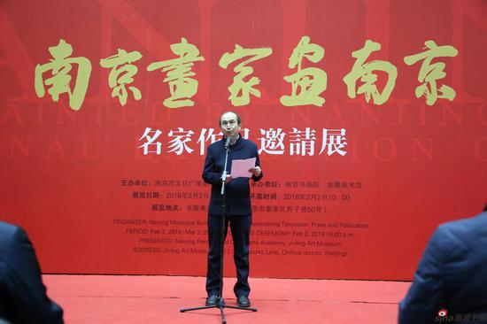 南京书画院院长刘灿铭介绍此次展览情况