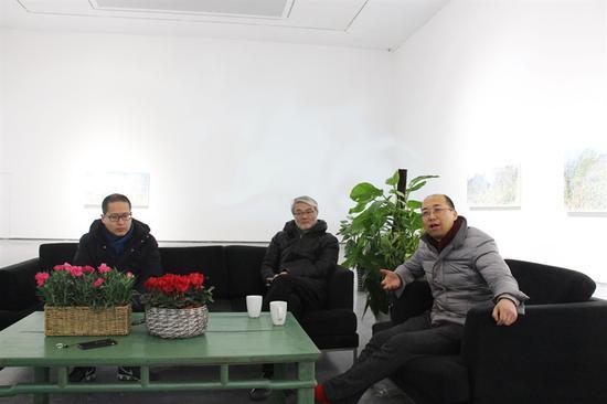 (从左至右)名泰文化公司副总裁宋继瑞、太和空间董事长贾廷峰、策展人林松