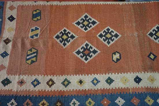 红地菱形六角花缂毛毯