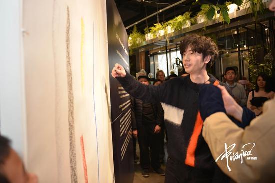 受邀嘉宾参与公共艺术