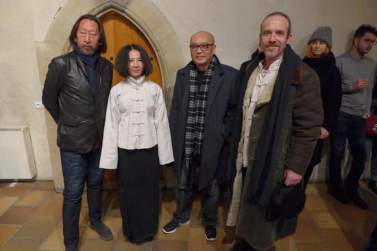 左:王广义、中捷当代美术馆馆长覃琨瑛、张晓刚、捷克艺术家伊瑞