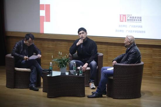 中央美术学院雕塑系副主任孙璐教授、 广州美术学院美术馆副馆长胡斌与董书兵对谈