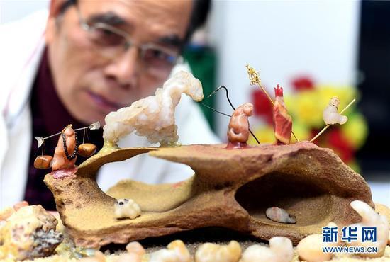 """七旬老人用数百颗奇石演绎""""西游记"""""""