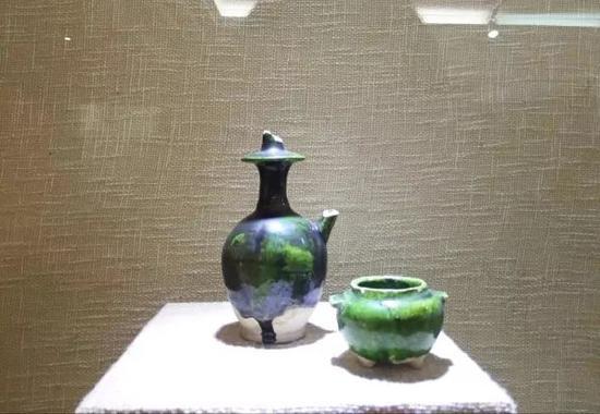 唐代邛窑三彩绿釉净瓶