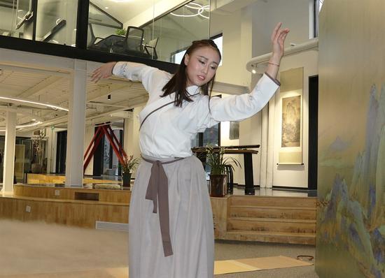 舞蹈《越人歌》 表演者:北京舞蹈学院黄正则、胡兰图
