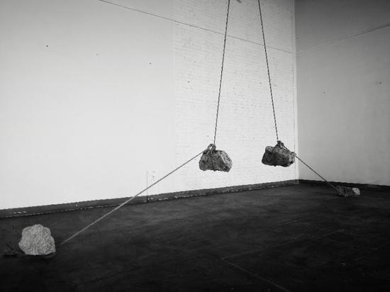 展览期间,圣诞节,高国甫又创作出一件最新的装置作品:'末端记忆'