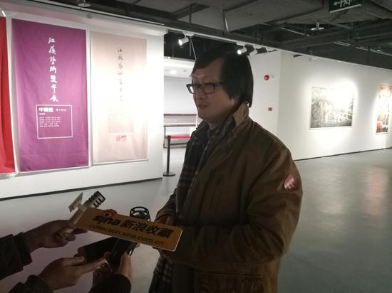 章文浩接受记者采访