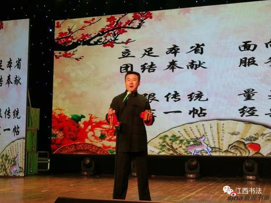 著名青年相声演员孙铭泽快板书表演《高歌十九大》