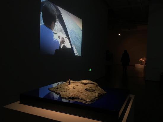 徐升《岛屿临摹》 雕塑50x40x20CM 视频可变    铸铜   2017年