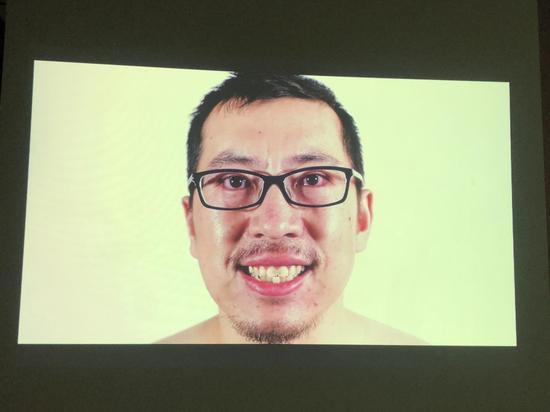 卢征远,《保持微笑》,3 分 30 秒,2010
