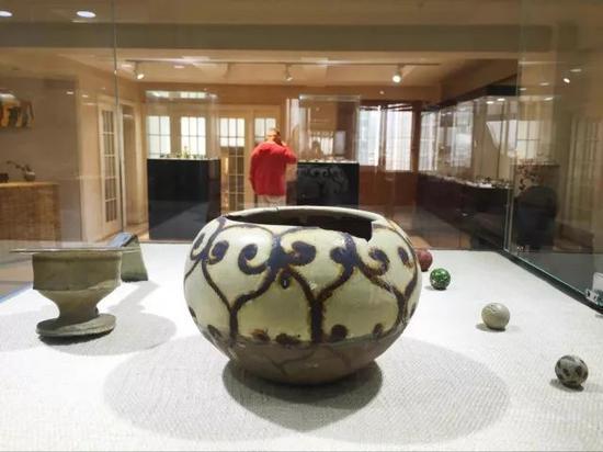 唐代邛窑彩绘钵