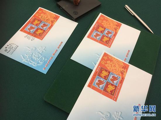 这是2月6日在匈牙利首都布达佩斯拍摄的2018年中国狗年生肖邮票首日封。