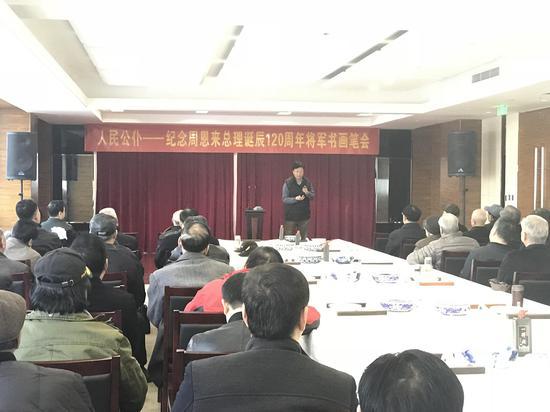 红星阁将军书画院秘书长徐波大校在笔会现场讲话