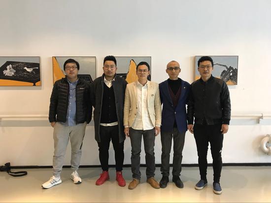 嘉宾合影(左起:太和艺术空间经理张路、著名策展人齐廷杰、艺术家钟小明、本次展览策展人张长收、著名策展人段君)
